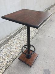 Könyöklő asztal